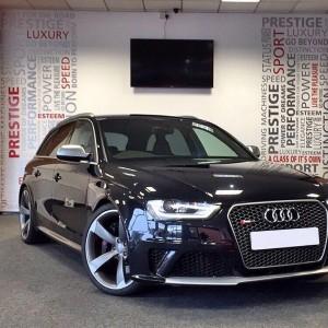 Audi RS4 front ( black )