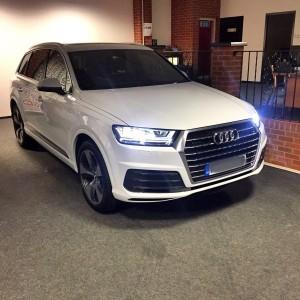 Audi Q7 front ( white )